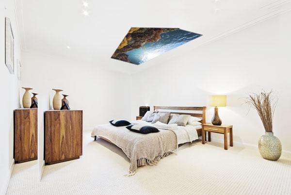 这款投影机拥有360度的灵活度,能以任何角度投影,甚至可以在睡房天花板投射观影。