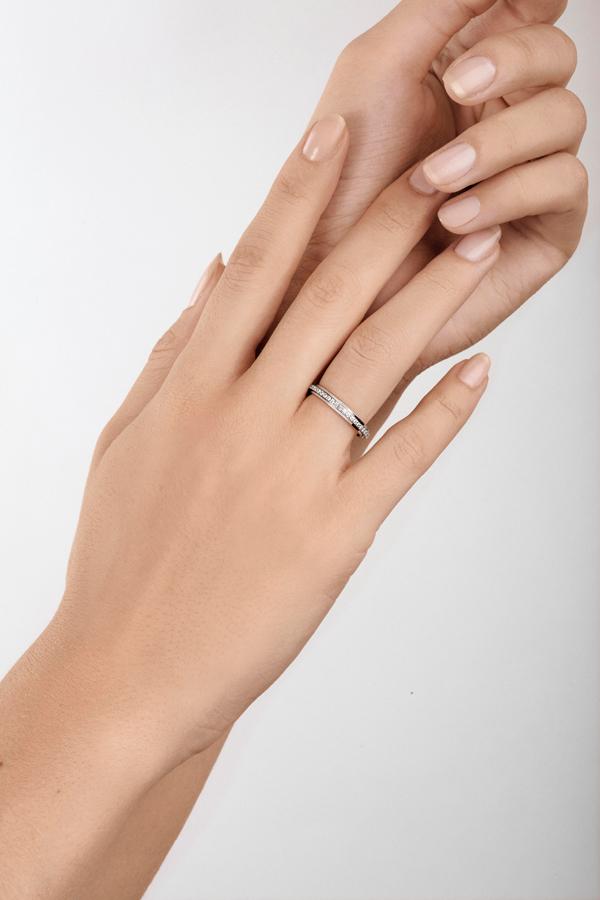 Piaget Possession 时来运转戒指-18K 白金(G34PR600),镶饰47 颗明亮式切割美钻(约重0.35 克拉)。