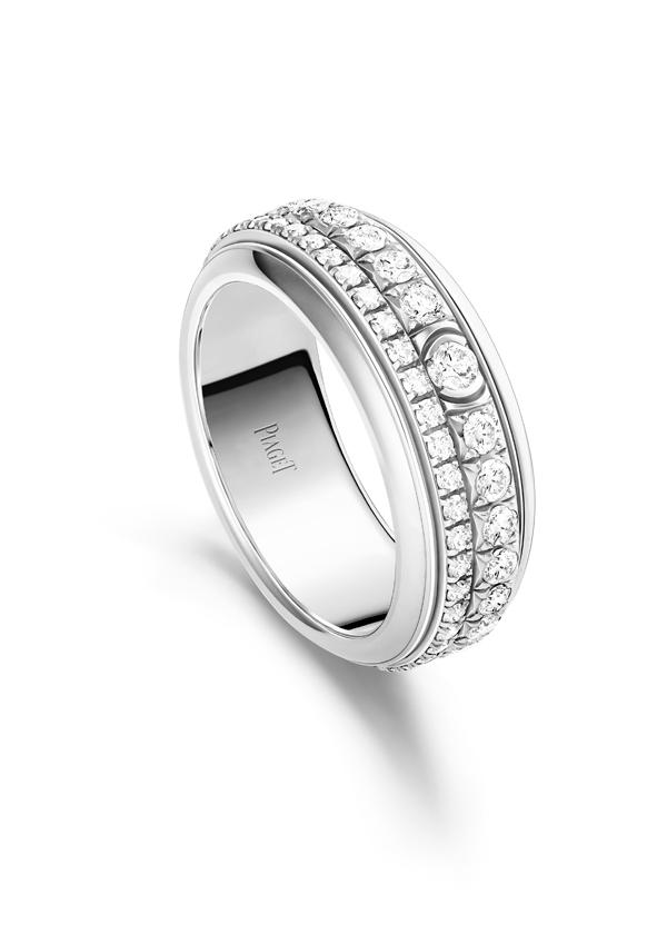 Piaget Possession 时来运转戒指-18K 白金(G34P7F00),搭配1 个小颗钻石密镶可旋转圆环,1 个大颗钻石密镶可旋转圆环,并饰有 1 颗半月式镶嵌美钻,镶饰74 颗明亮式切割美钻(约重1.33 克拉)。